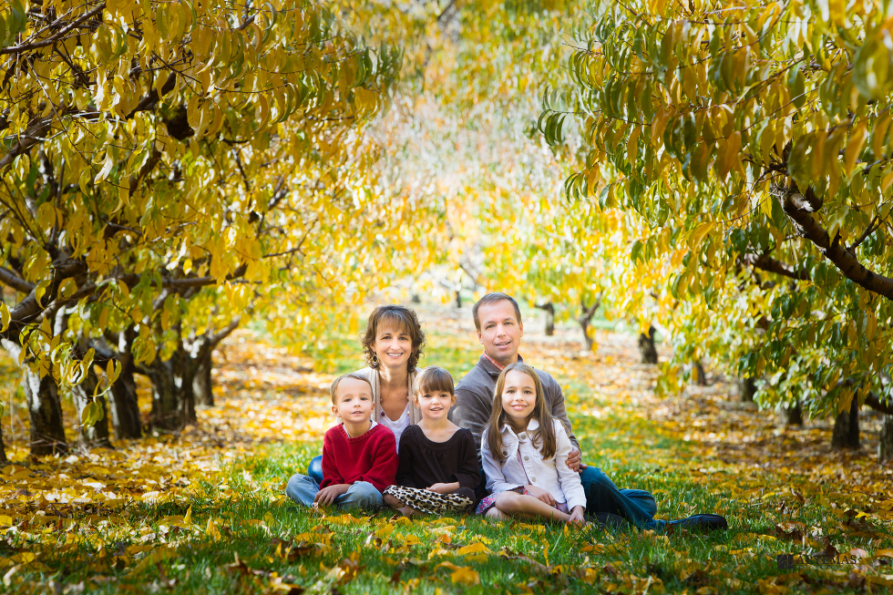 browns-orchards-loganville-pa-family-portrait-photography-artemas-photography-1